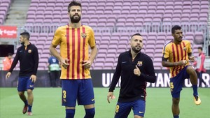 aguasch40371479 barcelona s defender from spain gerard pique 2l and barcel171001192214
