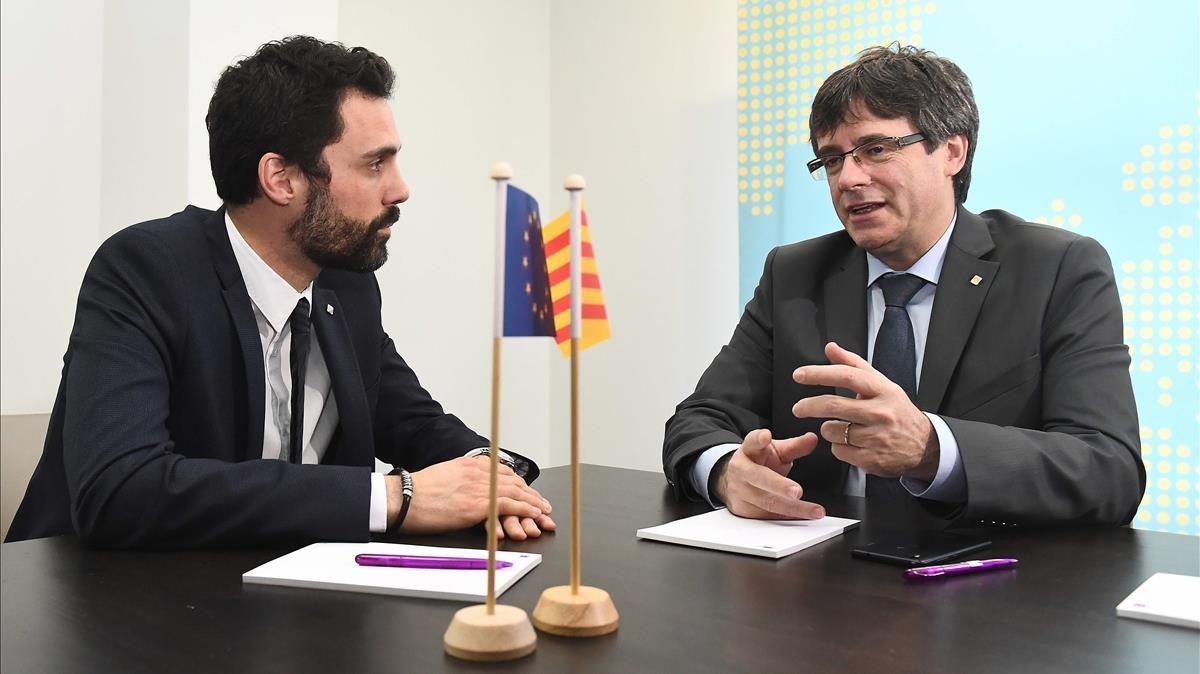 Torrent y Puigdemont, en la reunión que mantuvieron el día 24 de enero en Bruselas.