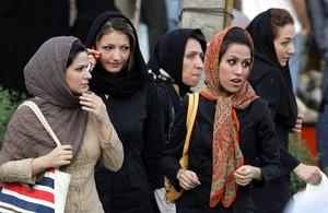 IRAN-WOMEN-FASHION