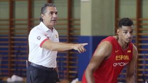 Sergio Scariolo, junto a Sebas Sáiz en un entrenamiento.
