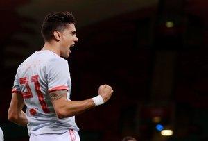 Marc Bartra celebra un gol con la selección española.