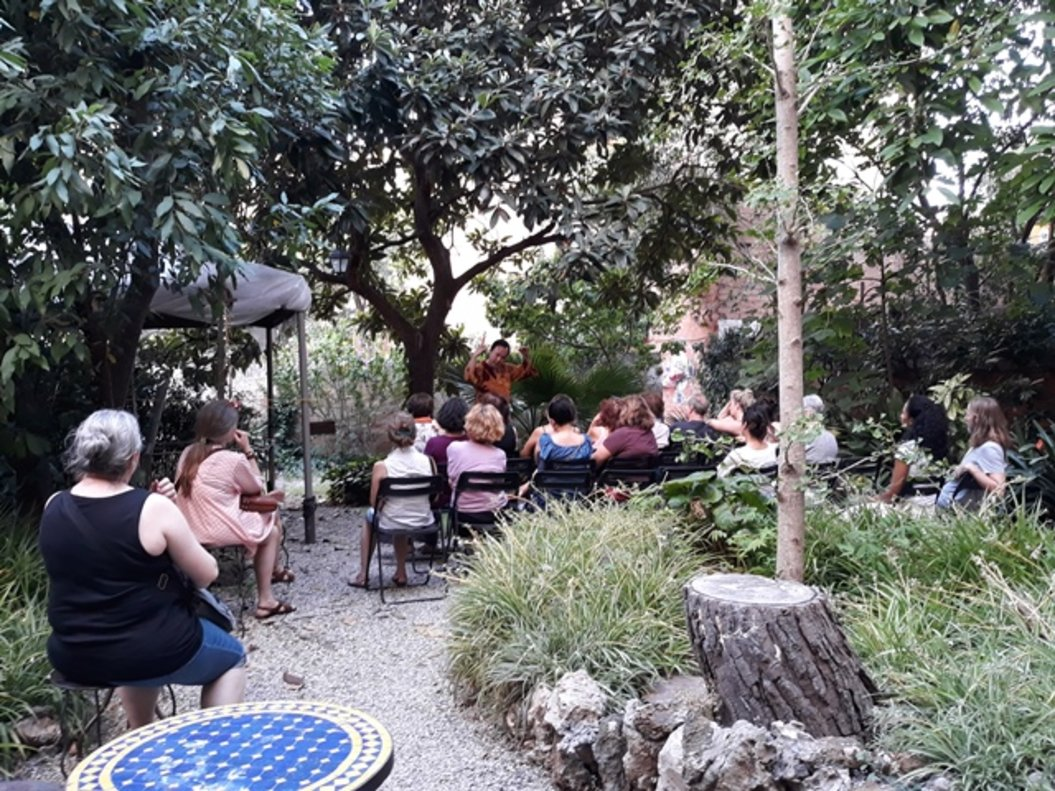 Los jardines de Olokuti durante una sesión de cuentacuentos.