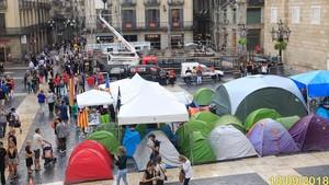 La acampada independentista, frente al escenario de la Mercè.