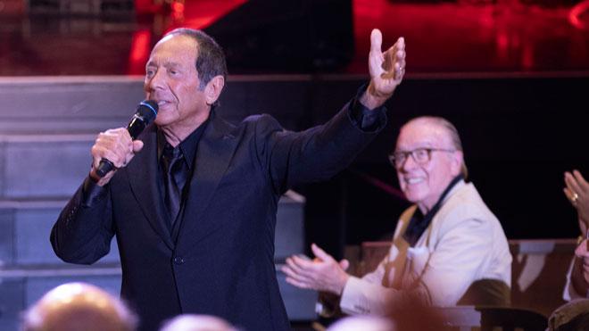El cantante canadiense rinde homenaje a La Voz.