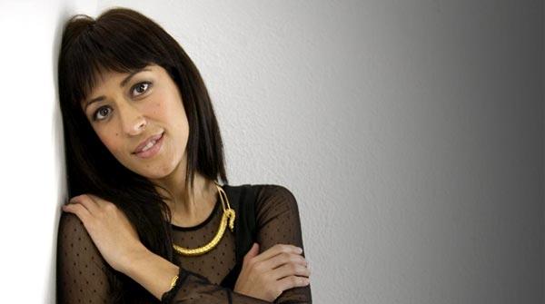La cantante portuguesa interpreta 'Amor afoito' en acústico.