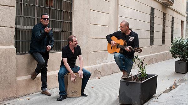 Seguridad Social interpreta en acústico la canción Chiquilla.