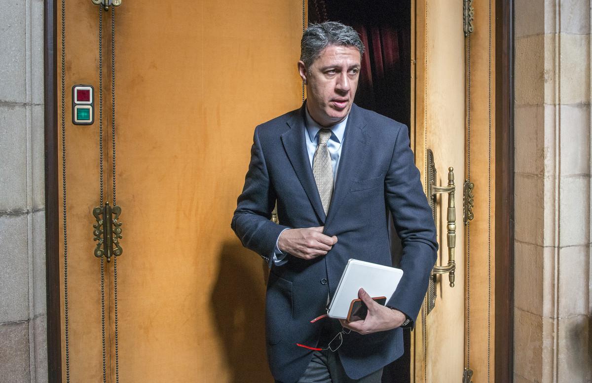 Albiol saliendodel despacho del PPC en el Parlament de la Generalitat