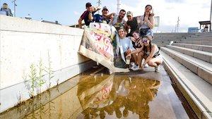 Aspecto del Reggaeton Beach Festival en el recinto del Forum después de la suspensión por la lluvia.