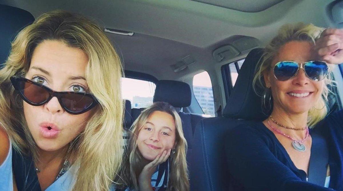 Belén Rueda posa con sus hijas Belén y Lucia.
