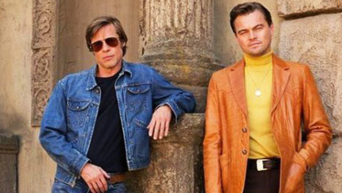 Brad Pitt y Leonardo DiCaprio, en una imagen en el set de rodaje que circula por internet