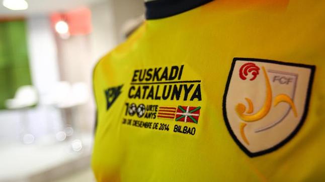 La camiseta de Catalunya, durante la presentación del partido que enfrentará a la selección catalana y a la de Euskadi en San Mamés.