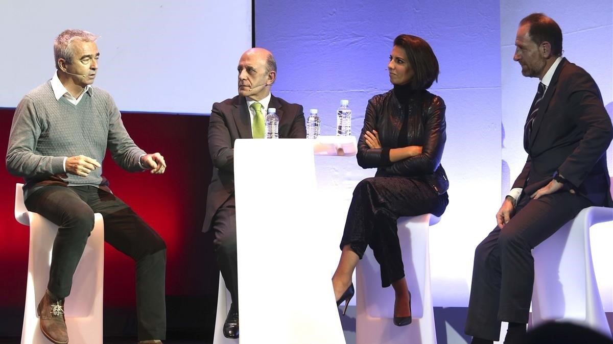 Carles Francino, José AntonioZarzalejos,Ana Pastor y Enric Hernàndez (de izquierda a derecha), en el debate sobre verdad y fake news durante la entrega del premio de Periodismo de EL PERIÓDICO.