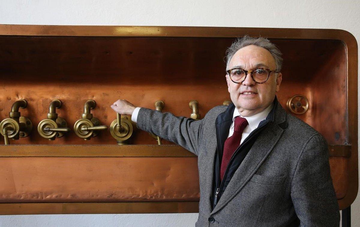 Carlos Cervantes, trabajador de la Damm durante 40 años que ha impulsado el archivo de la cervecera.