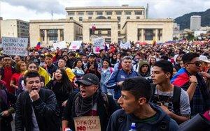 Protestas sociales en las calles de Bogotá, Colombia.
