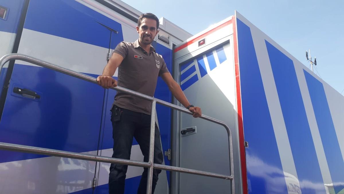 Alberto Contador, en el autobús de Eurosport, en la zona de meta de La Covatilla, el pasado domingo, en la Vuelta.