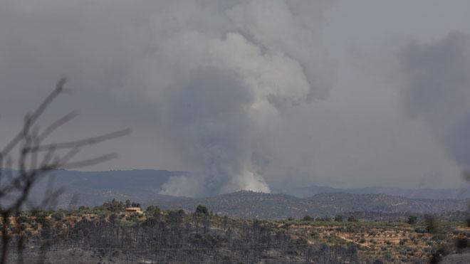 Continúa activo y sin controlar el incendio en Tarragona que ha quemado ya 4.000 hectáreas.