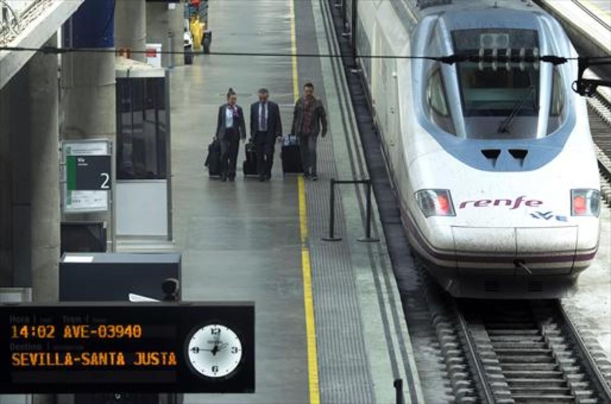 Renfe suspenderá un total de 105 trenes AVE y larga distancia por el 8-M