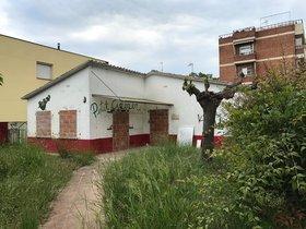 Edificio de la antigua guardería El petit cirerer de Parets del Vallès.
