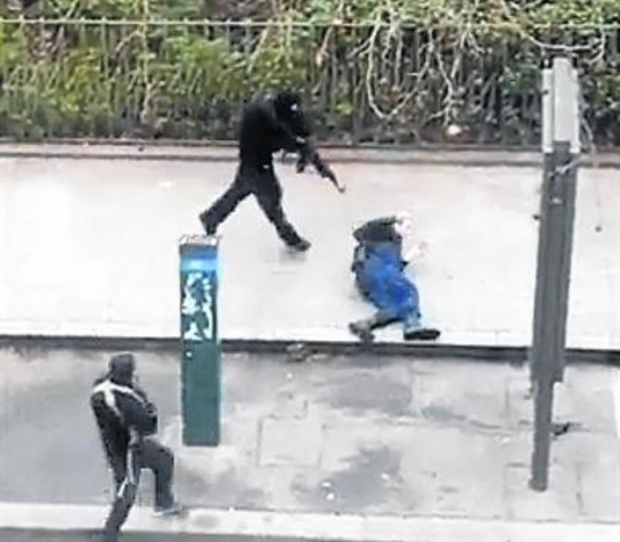 7 DE ENERO DEL 2015 Disparos ante la sede de Charlie Hebdo, en París.