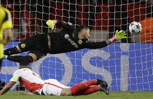 Falcao marca el segundo tanto del Mónaco con un cabezazo espectacular.