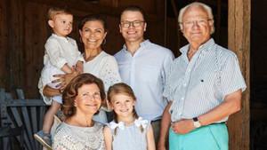 Imagen de la familia real sueca de vacaciones.