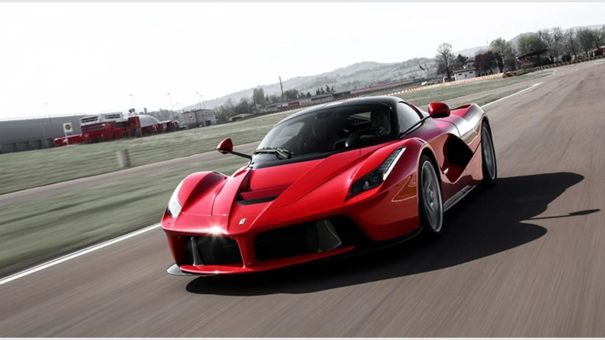 Ferrari donó uno de sus exculsivos LaFerrari por una causa solidaria.