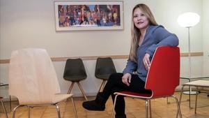 La educadora social de la asociación Salut i Família, Griselda Paredes, que apoya a madres adolescentes como Anahí Castillo o Soraida Araníbar.