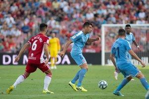 Granell controla el balón en el duelo de este martes en Almería.