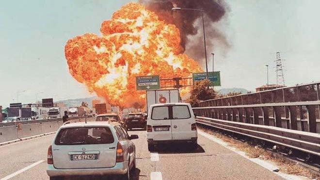 Almenys un mort i 100 ferits per una enorme explosió en una autopista de Bolonya