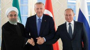 Hasan Rohaní, Recep Tayyip Erdogan y Vladímir Putin posan, este lunes, en Estambul.