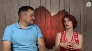 Un comensal de 'First dates' deja impresionada a su cita al darle sus tarifas de stripper