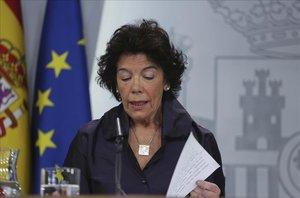 La portavoz del Gobierno, Isabel Celaá, en unarueda de prensa posterior al Consejo de Ministros.