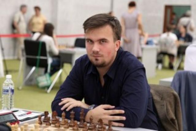 Ivan Bukavshin, durante una partida