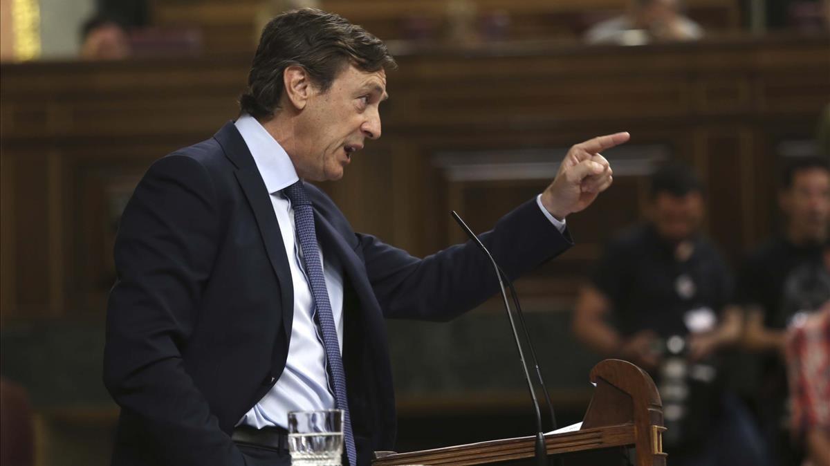 Hernando recorda a Borrell que els que l'escupen el van fer ministre