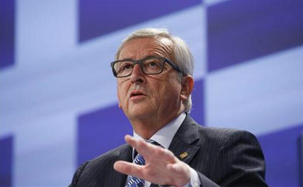 El presidente de la Comisión Europea, Jean-Claude Juncker, ha salido la mañana del lunes en rueda de prensa apelando directamente a los griegos para que voten sí el 5 de julio en el referéndum convocado por el primer ministro Alexis Tsipras.