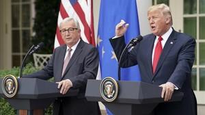 Juncker y Trump, durante la rueda de prensa conjunta que celebraron este miércoles en Washington.
