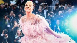 Lady Gaga posa con un vestido de Valentino en el Festival de Venecia, el 31 de agosto del 2018.