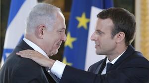 Macron y Netanyahu tras la reunión que han mantenido en París.
