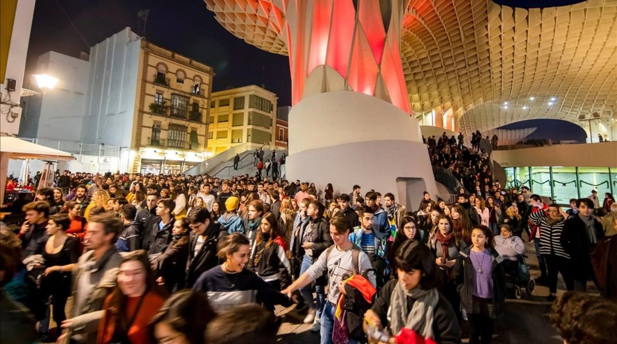 Manifestación antifascista de esta tarde en la plaza de la Encarnación de Sevilla.