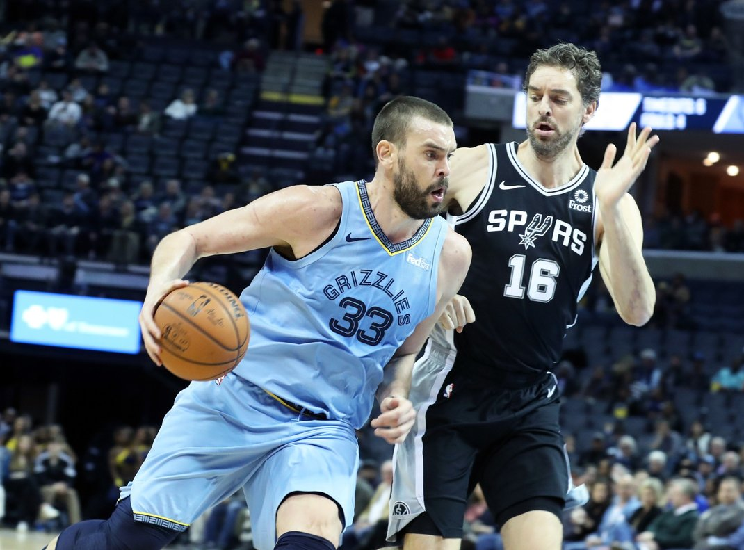 Marc Gasol lidera la victoria de los Grizzlies donde milita su hermano Pau.