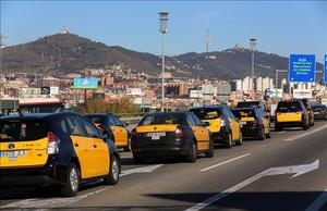 Marcha lenta de taxistas el pasado enero en Barcelona.