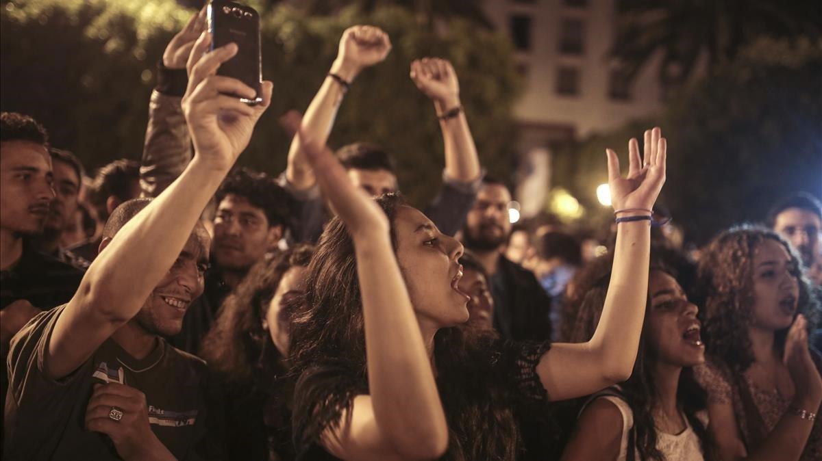 Jóvenes marroquís en una manifestación.