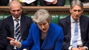 May, durante el debate sobre la moción de censura celebrado contra ella en el Parlamento británico, en la Cámara de los Comunes, este miércoles.