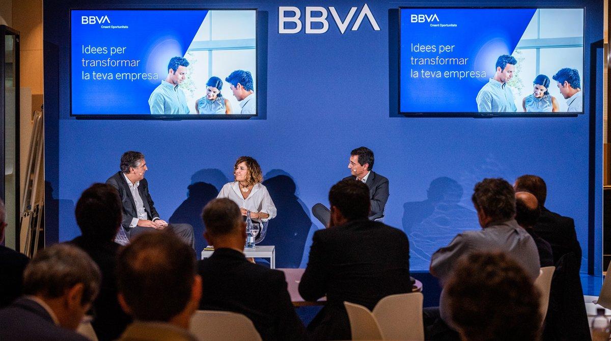 Un momento del acto organizado en la sede de BBVA en clientes para explicar las claves de su transformación.