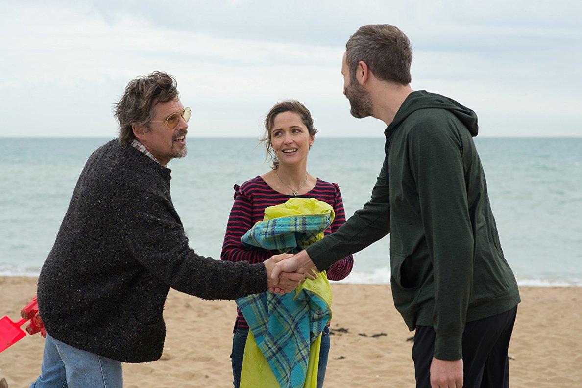 Ethan Hawke, Rose Byrne y Chris ODowd, los tres protagonistas.