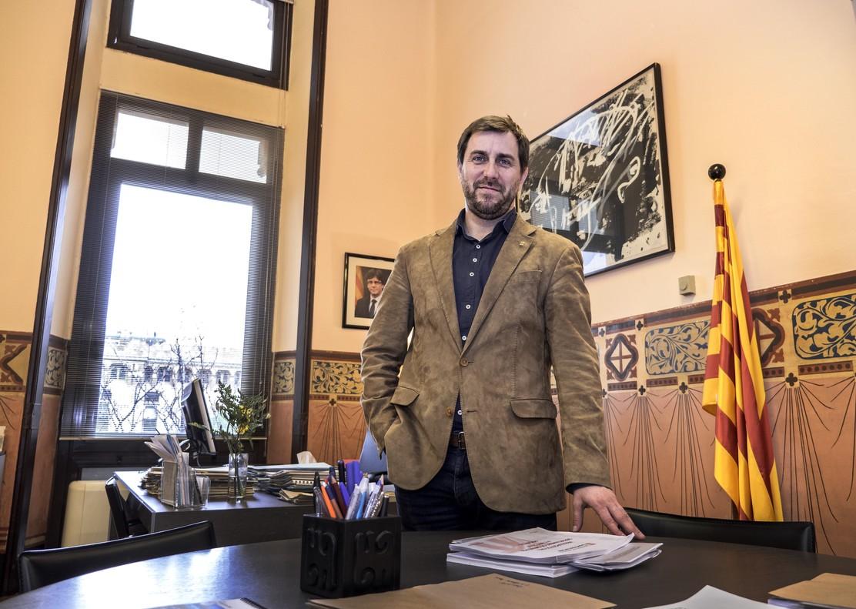 Antoni Comín, conseller de Salut, en su despacho.