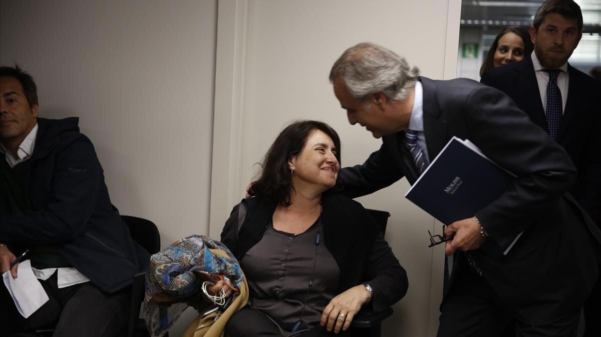 Pau Molins saluda a Mariona, la hermana de Sandro Rosell.