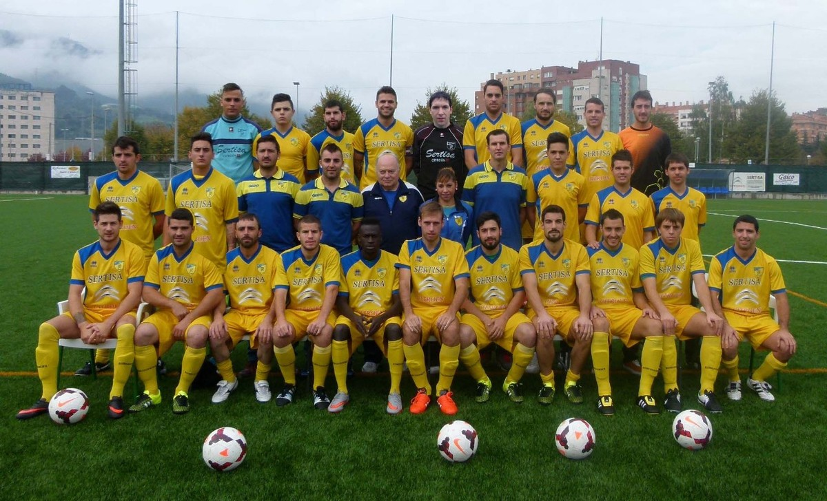 La plantilla del CF Zuazo, campeón del Grupo 1 de la Segunda Regional vizcaína.