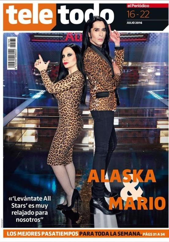 Los cantantes Alaska y Mario protagonizan la portada del suplemento Teletodo.