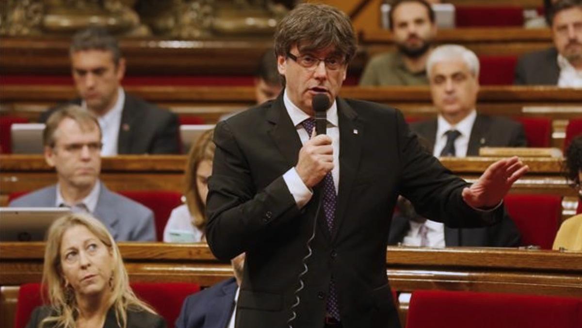 El president de la Generalitat, Carles Puigdemont, en el Parlament.